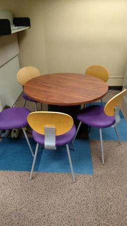 Photo Round Table - $300 (1812 River Street, Jackson, MI)