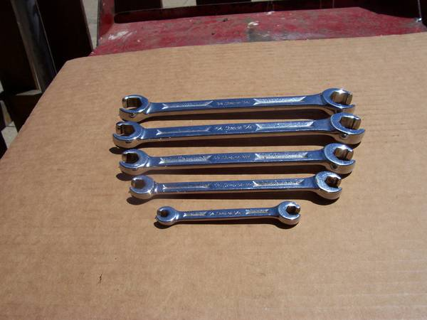 Photo SNAP ON SAE LINE WRENCH SET T 100.00 OR A MAC SET FOR 50.00 - $100 (Ypailanti)