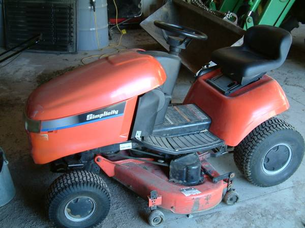 Photo Simplicity Regent 16 HP 44 Cut Lawn Mower Tractor - $500 (Hudson)