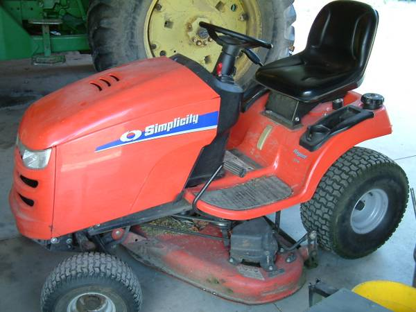 Photo Simplicity Regent 23 HP 46 Cut Lawn Mower Tractor - $750 (Hudson)
