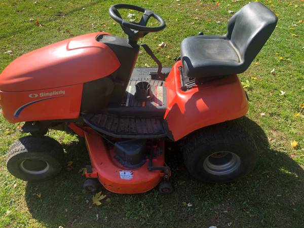 Photo Simplicity Regent Lawn Tractor  Riding Lawn Mower  44quot Deck - $450 (Jackson, MI)