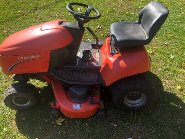 Photo Simplicity Riding Lawn Mower  Lawn Tractor  44quot Deck - $450 (Jackson)