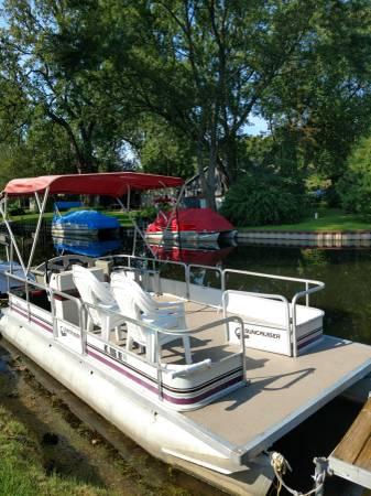 Photo Sun cruiser pontoon - $3,500 (Brooklyn)