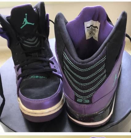 Photo Vintage Air Jordans - $50 (1400 park road)