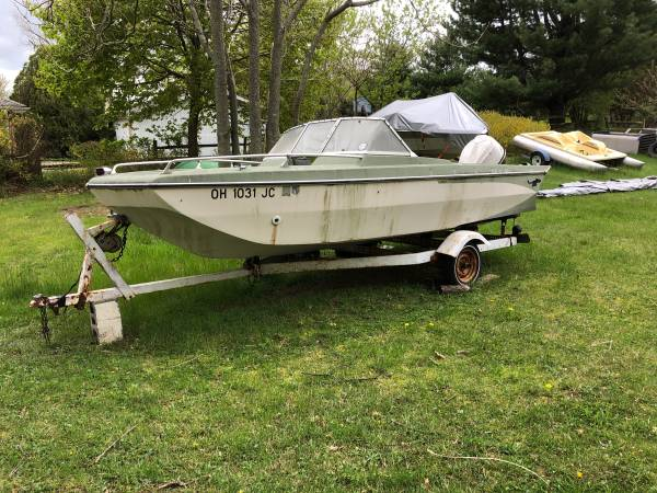 Photo Vintage Boat with trailer and 85hp - $500 (Brooklyn)