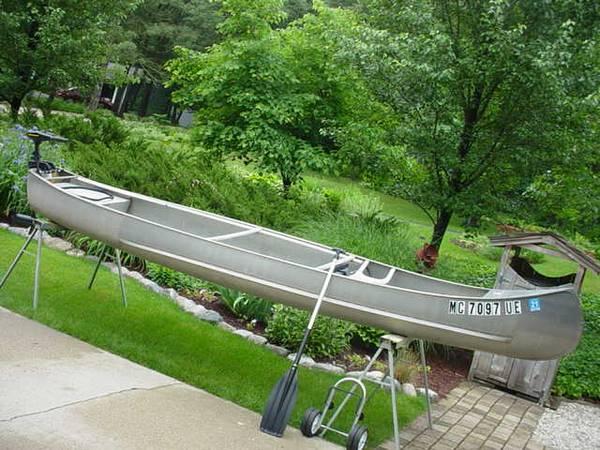 15 Grumman canoe w/o trolling motor pkg. - $650 (Mattawan) | Boats
