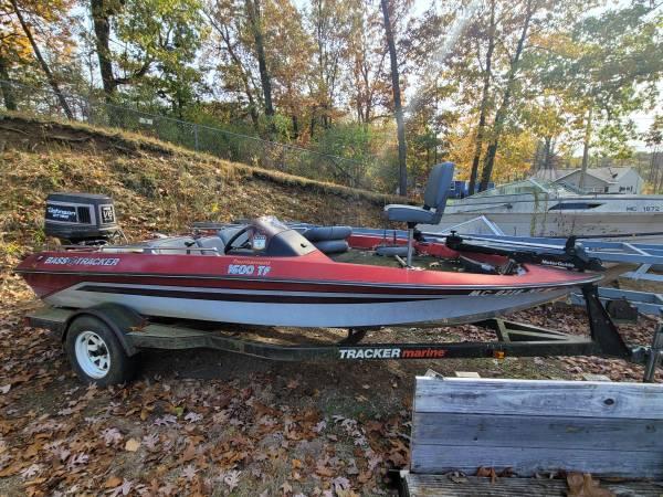Photo 1989 Bass Tracker Tournament 1600AF Boat w 150hp Johnson GT V6 - $2,500 (Fine Lake, MI)
