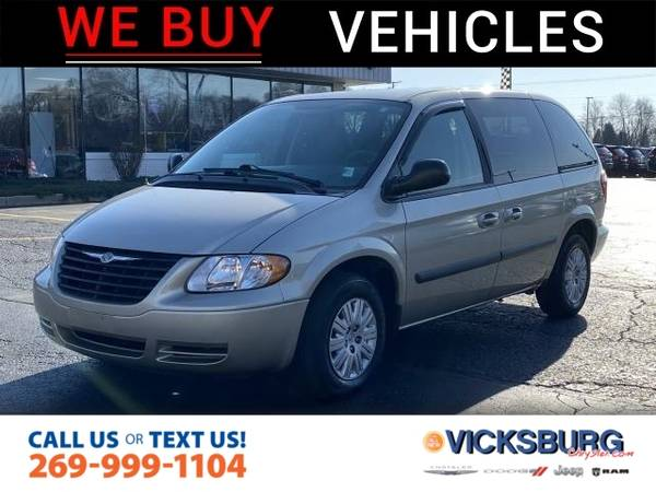 Photo 2005 Chrysler Town Country Base - $5,000