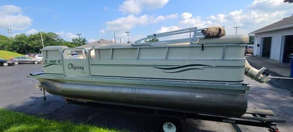 Photo 2005 Odyssey 300 Series 18-Foot Pontoon - Forty Horsepower FourStroke - $13,900 (Battle Creek)