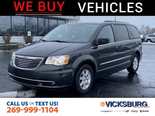 Photo 2011 Chrysler Town Country Touring - $10,000
