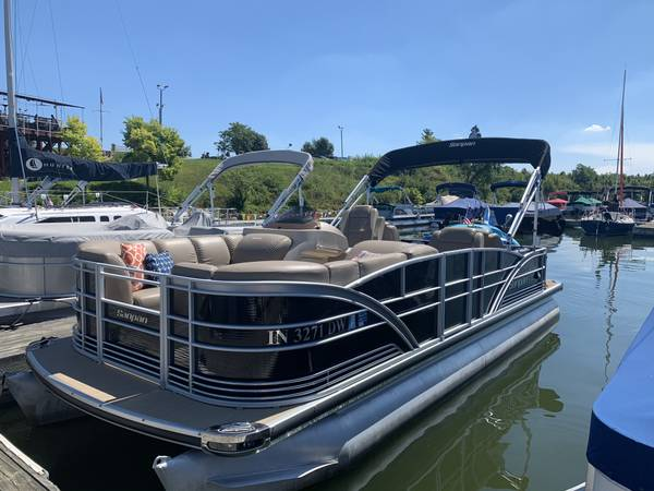Photo 2014 Sanpan 2200SLR Pontoon Boat - $39,900 (Indianapolis, IN)