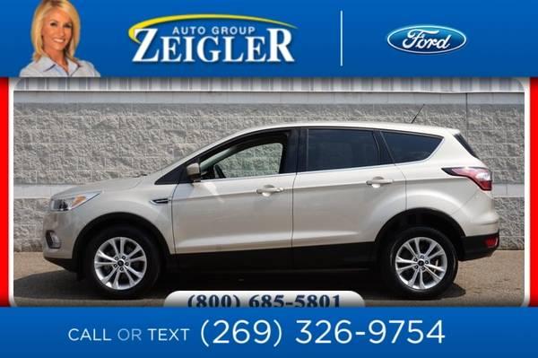 Photo 2017 Ford Escape SE - $14,720 (_Ford_ _Escape_ _SUV_)