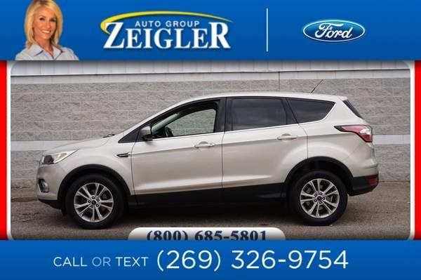 Photo 2017 Ford Escape SE - $15,990 (_Ford_ _Escape_ _SUV_)