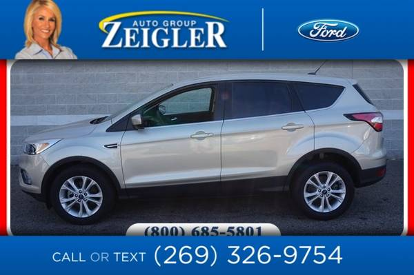 Photo 2017 Ford Escape SE - $16,410 (_Ford_ _Escape_ _SUV_)