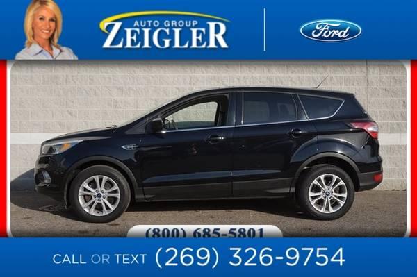 Photo 2017 Ford Escape SE - $18,840 (_Ford_ _Escape_ _SUV_)