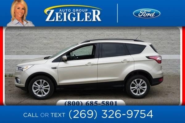 Photo 2017 Ford Escape SE - $20,960 (_Ford_ _Escape_ _SUV_)