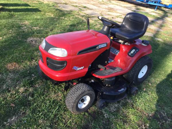 Photo CRAFTSMAN DLT 3000 RIDING MOWER - $650 (VicksburgSchoolcraft)
