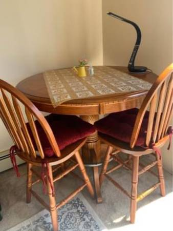 Photo Counter Hight Oak Dining Table with 2 Chairs - $200 (Oshtemo)