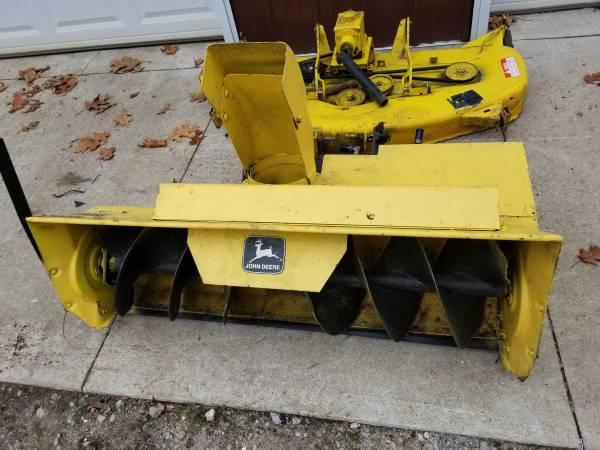 Photo John deere 420 snowblower - $500 (Centreville MI)