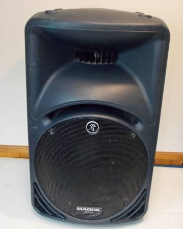 Photo Mackie Pro Audio SRM450 speaker - $150 (Portage)