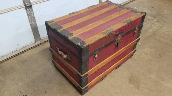 Photo Maroon Vintage Antique Flat Top Steamer Trunk - $100 (Mattawan, MI)