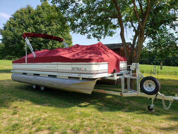 Photo PONTOON BOAT WITH TRAILER - $10,500 (Kalamazoo)