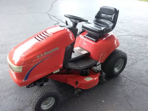 Photo SIMPLICITY LAWN TRACTOR...38 INCH CUT.. HYDRO.. - $775 (Kalamazoo)