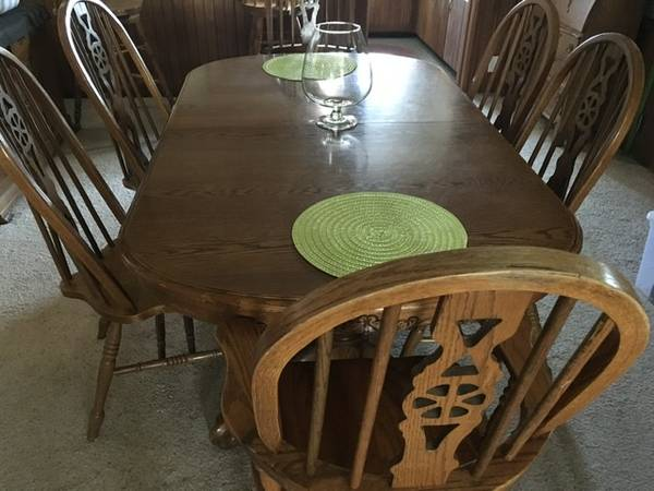 Photo Solid Oak Dining Table and Chairs - $400 (Mendon)