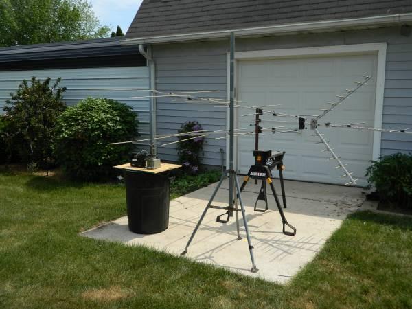 Photo TV Antenna, rotor, tripod - $100 (Vicksburg)
