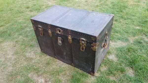 Photo Vintage Antique Flat Top Steamer Trunk with Insert - $65 (Mattawan)
