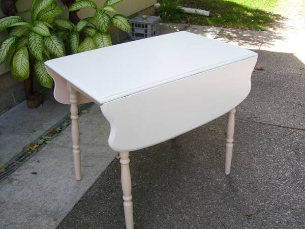 Photo Vintage Kitchen Table Small Side Leaves - $75 (Kalamazoo)