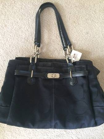 Photo Coach Purse-New wtags. Authentic, great Christmas gift  - $65 (Portage)