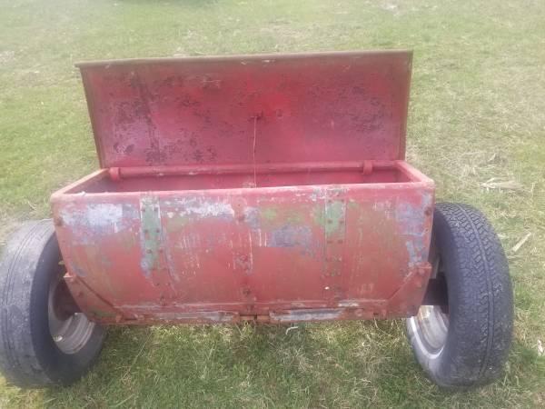 Photo old john deer fertilezer spreader - $300 (paw paw michigan)