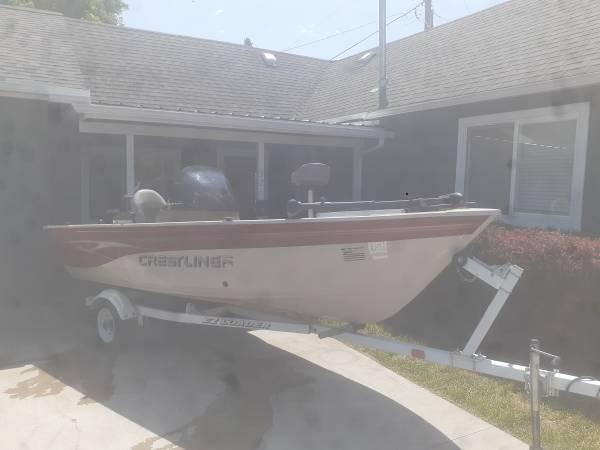 Photo 15 ft. Crestliner fishing boat - $8,700 (KALISPELL)