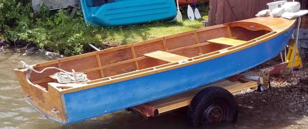 Photo 16-foot vintage Lee Craft wooden row boat with motor mount on stern, i - $800 (Polson)