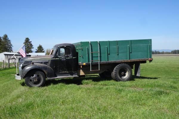 Photo 1946 1 12 TON CHEVY TRUCK - $7,000 (KALISPELL)