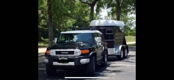 Photo 2010 FJ Cruiser w or wo 2-Horse Trailer - $18500
