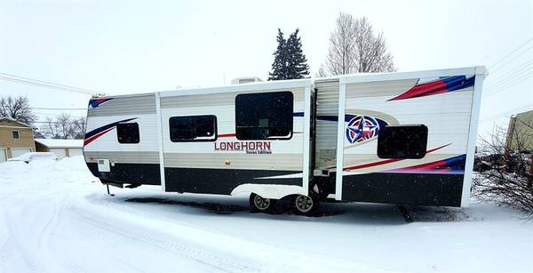Photo 2014 Crossroads Texas Longhorn 33 ft pull trailer Bunk House- sleeps - $23,995