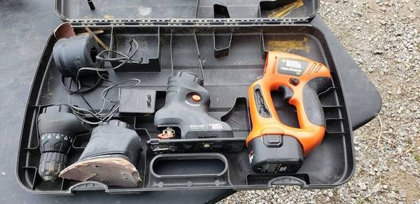 Photo Black and Decker MT1203 Firestrom 12 Volt Multi tool set - $25 (Kalispell)
