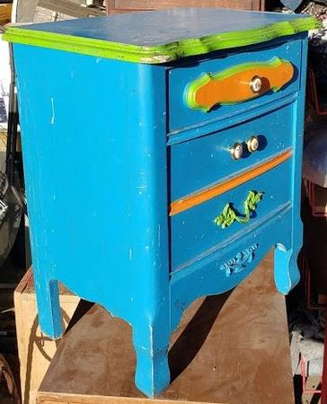 Photo Cute Little Blue Night Stand  End Table - $30 (Kalispell)