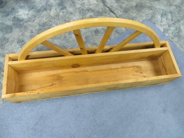 Photo Hand-Made Amish Western Red Cedar Deck  Patio Wagon Wheel Planter Box - $45 (Hungry Horse)