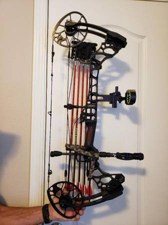 Photo Mathews Triax left handed compound Bow - $700 (Kalispell)
