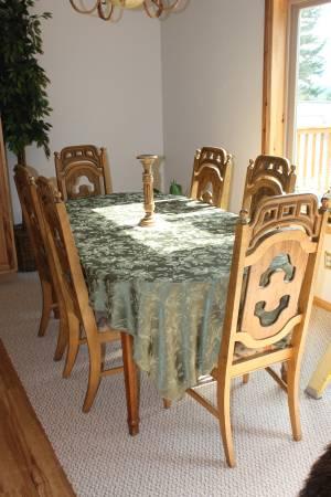 Photo Oak Dining Room Table  6 Chair Set - $450 (Swan Lake)