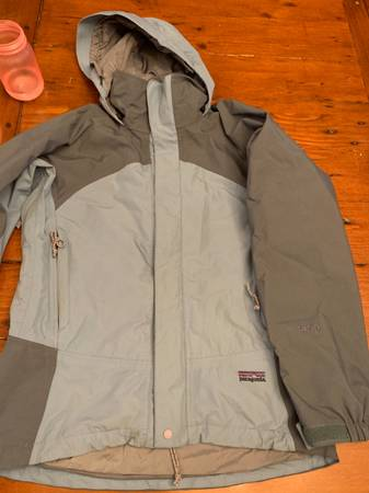 Photo Womens XS Patagonia gore Tex jacket - $80 (Whitefish)