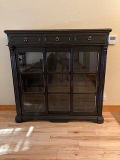 Photo Wooden hutch with glass shelves - $150 (Whitefish)