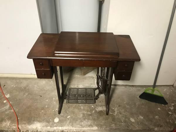Photo 1935 antique Singer sewing machine - $300 (Olathe KS)