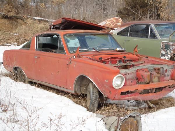 Photo 1965 barracuda bodyw engine and trans - $1850 (kc ks)