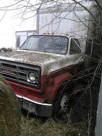 Photo 1982 GMC 7000 - $500 (Leavenworth)