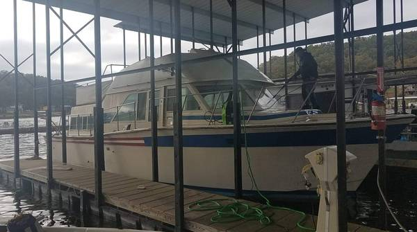 Photo 1985 Chris Craft 38ft cruiser Yacht - $4000 (Lake of the ozarks)