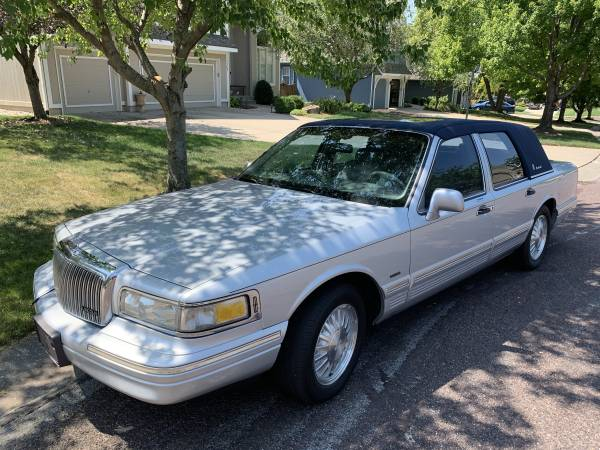 Photo 1996 Lincoln Town Car Cartier - $2,400 (Leawood)